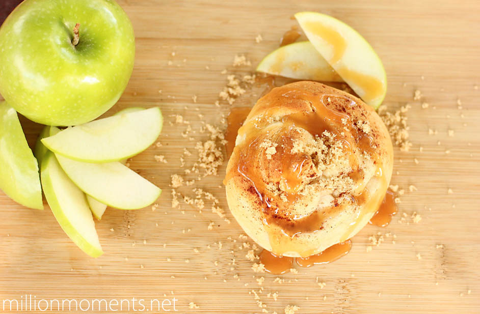 apple cheesecake pastry