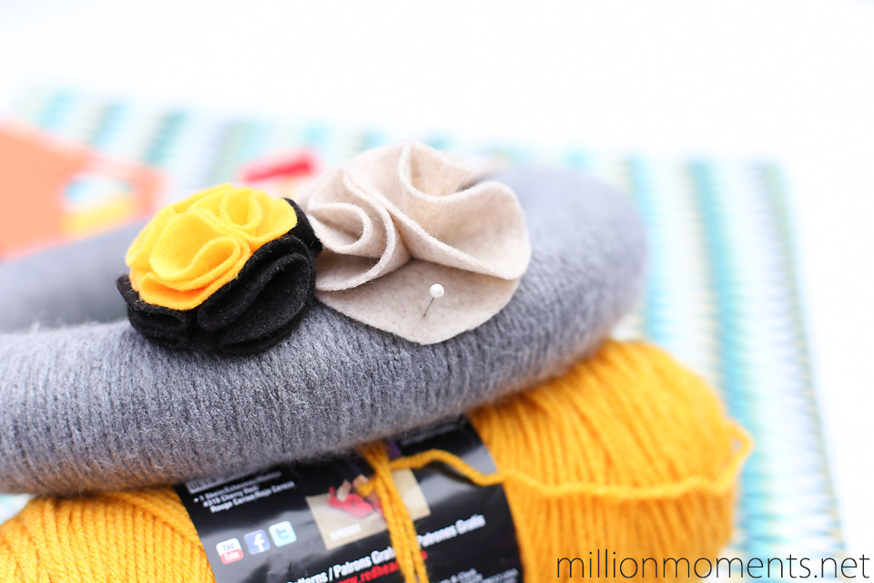 make a wreath with felt flowers just in time for Halloween