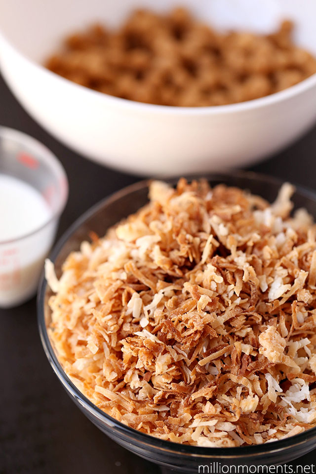 Toasted coconut and caramel for cookies