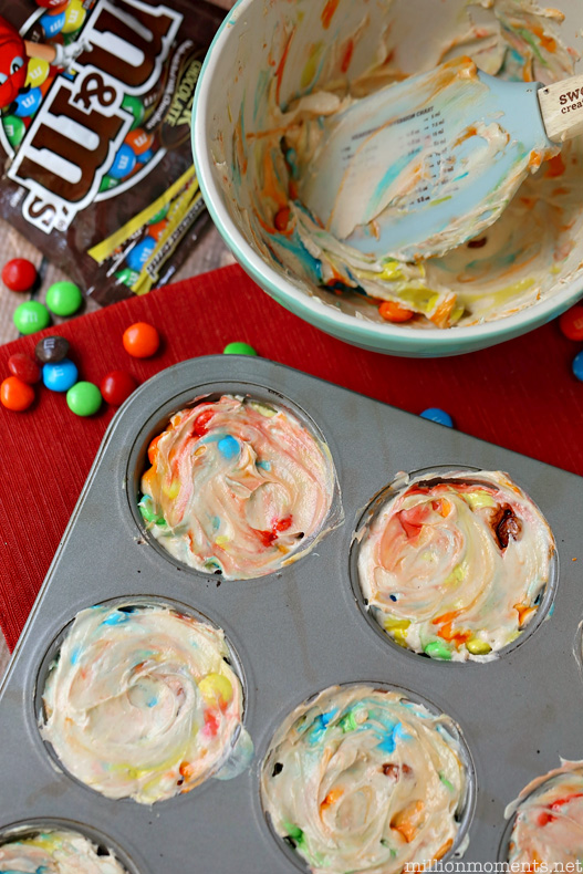 Easy no bake caramel M&M cheesecake recipe
