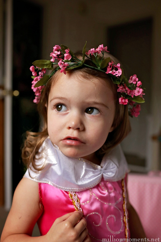 Easy diy tiara craft for dress up play
