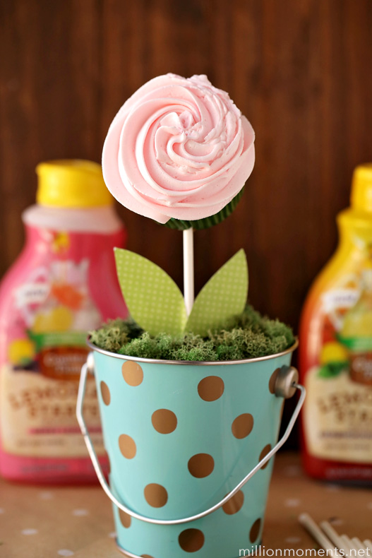 Lovely Lemonade Buttercream Bouquet {Recipe & Craft}