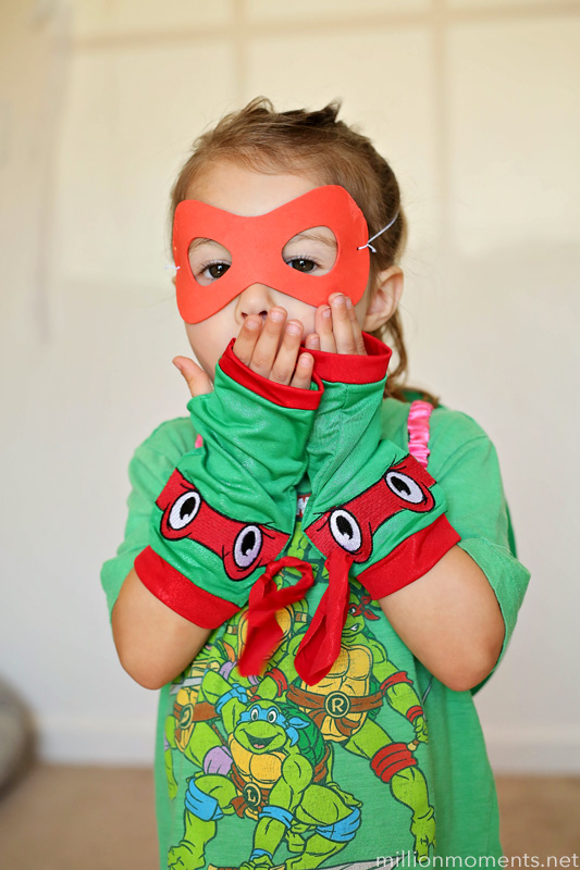 Easy DIY girl's Teenage Mutant Ninja Turtle costume.