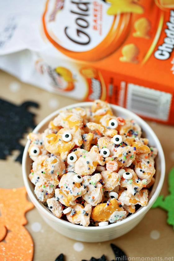 Easy Halloween Snack Mix